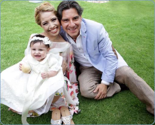 アドリアナの家族写真。夫イケメン