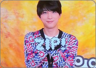 吉沢亮、かわいい。ジップポーズ