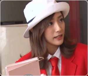 赤い服に、白い帽子のアナウンサー誰なの