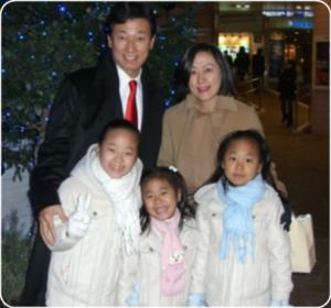 西村康稔の家族画像、西村経済再生担当相