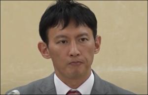 小野泰輔の髪型が不自然、カツラ?