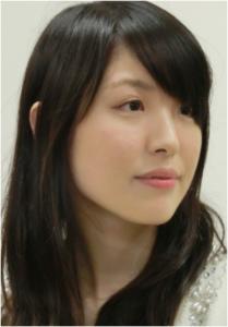 山口恵梨子女流二段 目が不自然