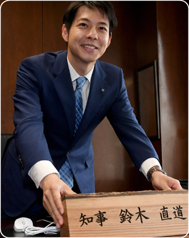 北海道知事の奥様、ご婦人が綺麗じゃない。